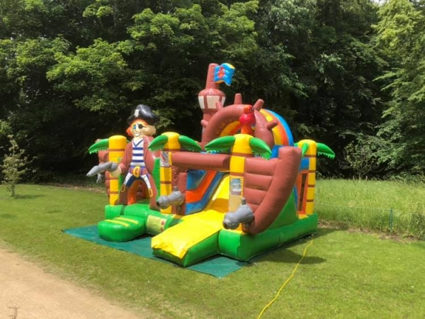 partylife-Multiplay Piratenboot L-springkasteel