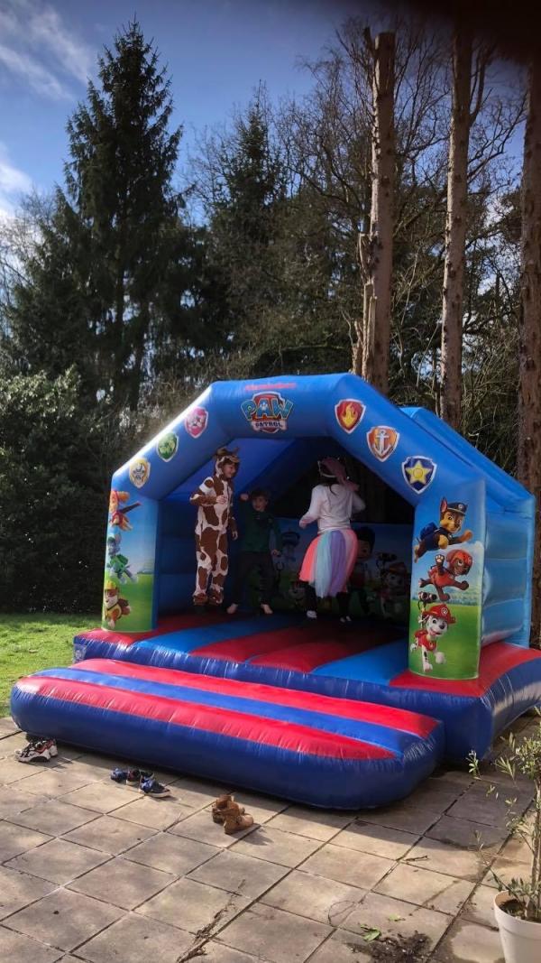 partylife-springkasteel-paw-patrol-huren
