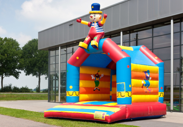 partylife-Circus met zittende clown-springkasteel-1