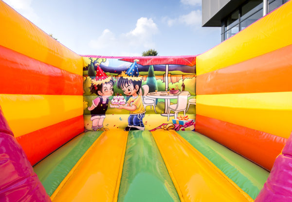 partylife-mini-feest-party-springkasteel-binnenzicht